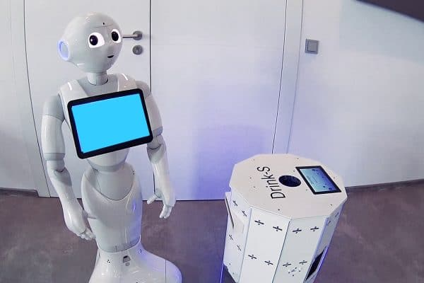 Robot bringing drinks